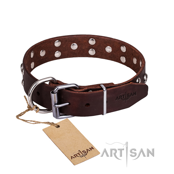 Leather dog collar with thoroughly polished edges for comfy everyday outing